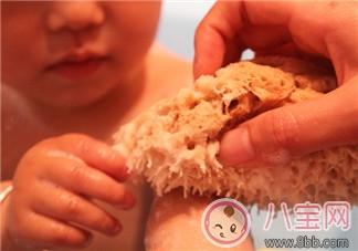 宝宝洗澡小工具 选天然洗澡海绵沐浴球