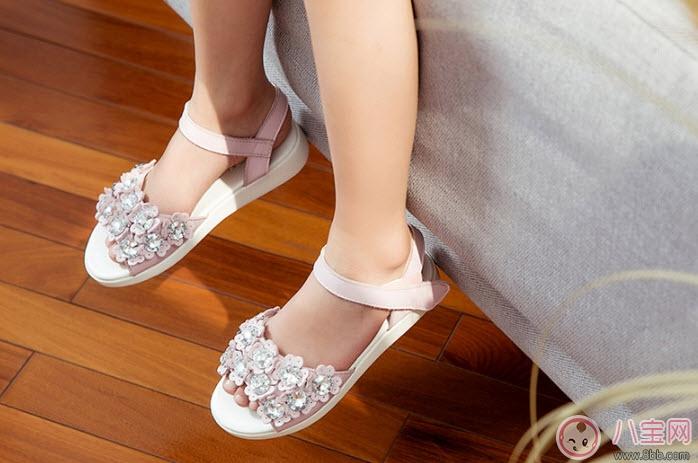 如何给女宝宝挑选凉鞋 女宝宝凉鞋品牌推荐