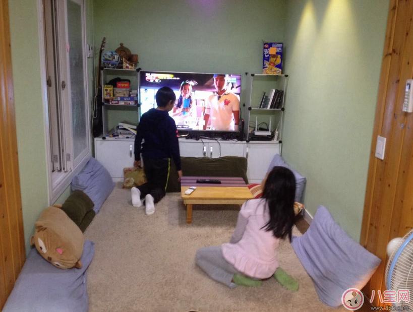 孩子看書好還是看電視好 讓書本代替電視才是最好的選擇