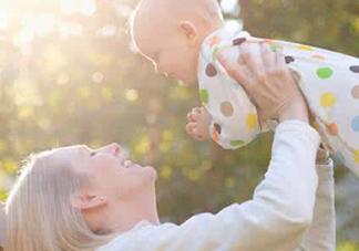 育儿中的两个错误 晒太阳补钙喝果汁补充维生素