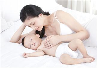 如何让宝宝换床睡 怎么选择合适的宝宝枕头