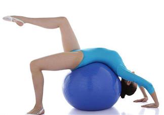 产后减肥如何正确使用健身球 健身球怎么运动塑形效果好