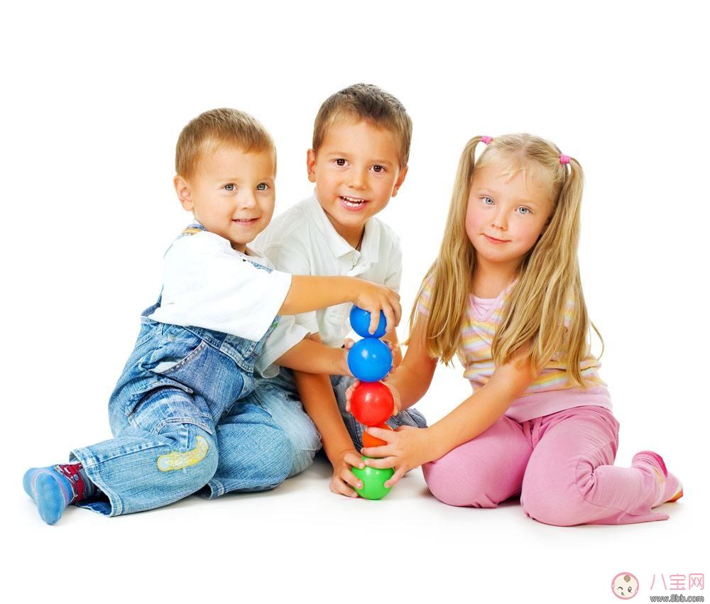 怎么帮孩子挑选优质玩具 家长怎么和孩子一起互动