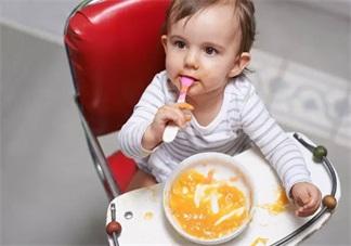 宝宝快一岁了怎么还不会用勺吃饭 什么时候宝宝最适合用勺子