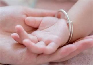 孩子衣服穿得多私处可以洗马虎点吗 秋冬宝宝私处护理指南