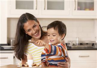 1 岁以内宝宝可以吃蛋白吗 宝宝可以吃开水冲蛋和溏心蛋吗
