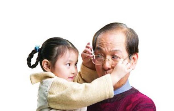 怎么转变老人带小孩的思想 怎么跟老人说不要用老一辈的思想带孩子