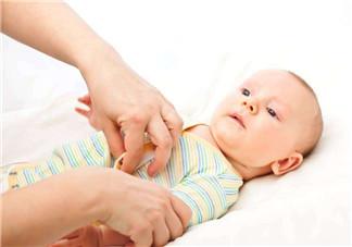 帮新生儿洗澡应准备哪些 新生儿卫生护理应该怎么做