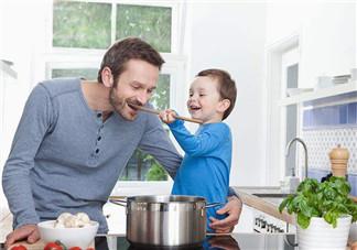 该给2岁孩子喂饭吗 如何改善孩子食欲