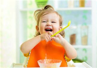 三岁宝宝吃饭应该注意哪些问题 三岁宝宝吃饭要准备什么
