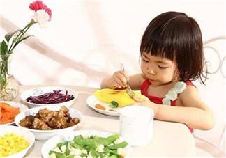 孩子吃饭一直要喂怎么办 如何培养孩子独立吃饭的习惯