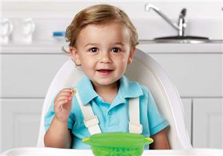怎么教宝宝自己吃饭 如何引导婴儿自己吃饭
