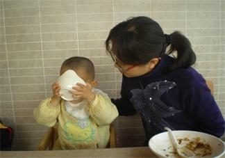 乖乖吃饭的孩子为什么会火 怎么让孩子乖乖吃饭