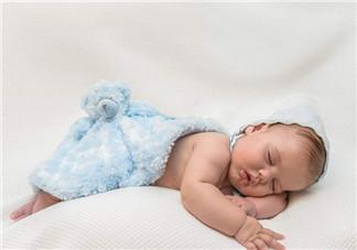 如何选购宝宝枕头   选择婴幼儿枕头枕芯有讲究吗