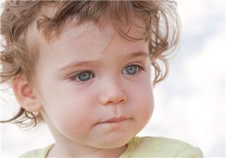 为什么宝宝总是眼泪汪汪  婴儿老是流泪怎么回事