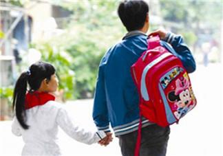 一年级小孩放学后家长应该做什么 小孩放学家长怎么辅导孩子学习