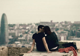 第一次做爱碰到的尴尬事 第一次进不去怎么办
