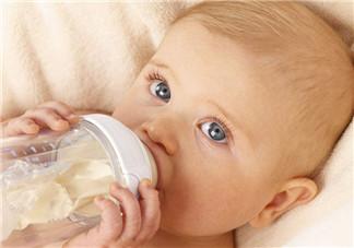 宝宝什么时间喝牛奶好  婴儿喝奶粉好还是鲜奶好