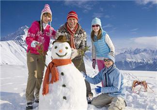 带孩子堆雪人发心情说说朋友圈  下雪带孩子堆雪人感言说说朋友圈