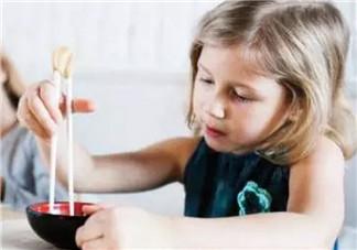 宝宝筷子敏感期怎么办 怎么训练2岁宝宝用筷子