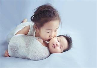 大宝在二宝出生后好像变小了 怎么让老大和老二和平相处
