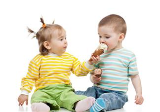 宝宝肚子胀气如何按摩排气  怎么用小儿推拿调理宝宝胀气