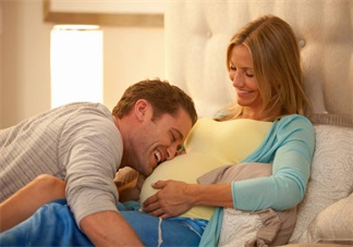 孕吐的时候会吐出东西吗 孕吐吐出血正常吗