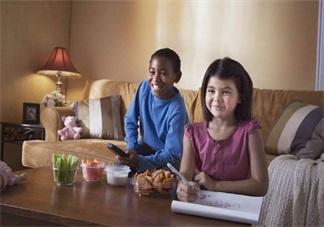 孩子看电视着迷怎么办 喊孩子吃饭不听话怎么解决