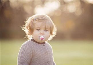 小海绵依赖安抚奶嘴戒不掉怎么办  如何利用其它方法安抚宝宝