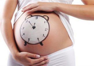 准妈妈摸肚子胎教详解 孕妇常摸肚子易致胎儿脐带绕颈是真的吗