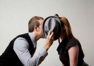 做爱到一半突然来月经是什么感觉 来月经时做爱会有什么影响