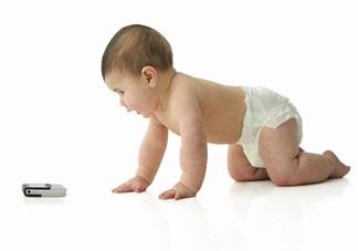孩子痴迷玩手机怎么教育他 孩子喜欢玩手机有什么危害