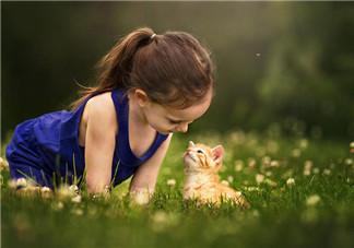 孩子内向不爱说话怎么办 不爱说话小孩怎样教育