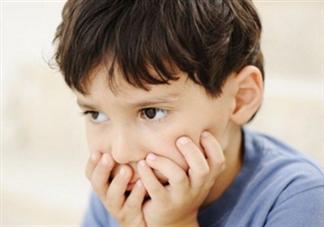 孩子见到生人不爱说话怎么办 孩子不爱说话如何教育