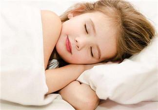 孩子什么时候分床睡比较好 宝宝分床睡的小技巧