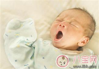 新生儿睡眠少怎么办 新生儿每天睡多久正常/