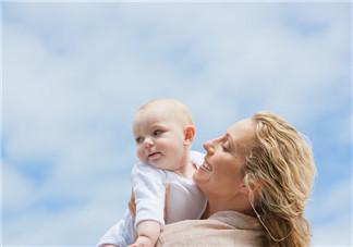 新生儿怎样抱才舒服 宝宝应该怎么抱才舒适