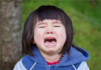 过年孩子当众哭闹怎么办 父母如何缓解现场尴尬