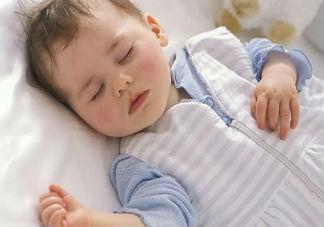 为什么孩子在睡觉前总是喜欢大哭 怎样哄孩子睡觉最好