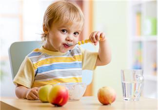 有助于宝宝睡觉的食物 宝宝睡眠好的饮食规律