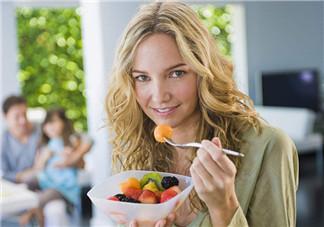 坐月子吃水果需要烫吗 月子里吃水果能不用开水烫直接吃吗
