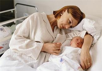 坐月子的时候可以洗头吗 生完孩子后应该怎么坐月子