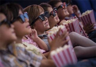 陪孩子看电影说说 带小孩看电影心情短语