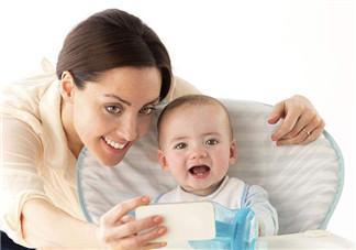 和宝宝玩抖音发什么说说 带宝宝玩抖音的心情说说朋友圈