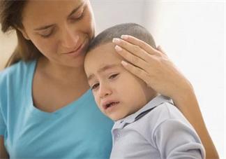 宝宝被批评后求安慰我们应该怎么做 孩子难受要抱抱我们怎么做好