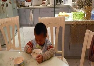 为什么在吃饭的时候不能训孩子 在餐桌上训斥孩子有哪些危害