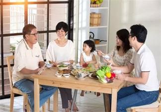 怎么在餐桌上教会孩子说话 孩子在吃饭的时候怎么教说话
