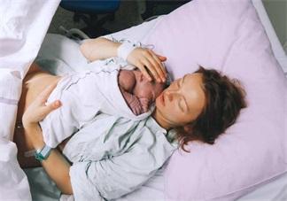 二胎妈妈在楼道里生娃要注意什么 二胎妈妈突然要生了怎么办