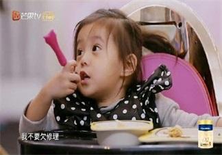 妈妈是超人咘咘吃饭的餐椅是什么牌子的 咘咘吃饭的餐椅怎么样
