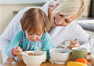 给孩子做爱心早餐的心情短语 分享给孩子做的爱心早餐的句子说说